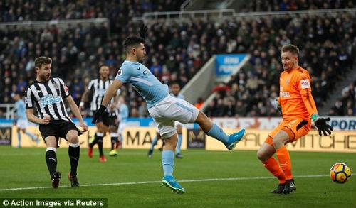 """Chi tiết Newcastle - Man City: Cú đánh đầu """"thót tim"""" (KT) 19"""