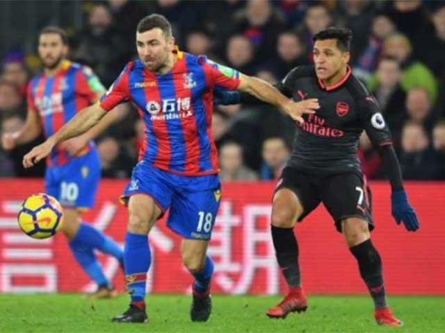 """Arsenal thắng nhọc: Wenger san bằng kỷ lục Sir Alex, Sanchez bị nghi """"mưu phản"""" 4"""