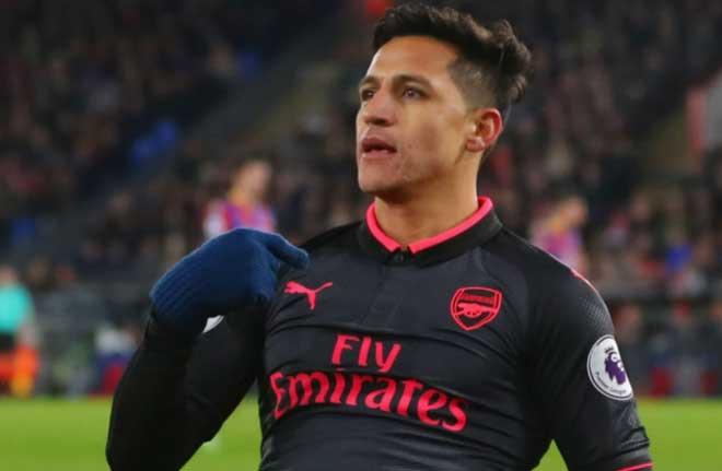 """Arsenal thắng nhọc: Wenger san bằng kỷ lục Sir Alex, Sanchez bị nghi """"mưu phản"""" 1"""