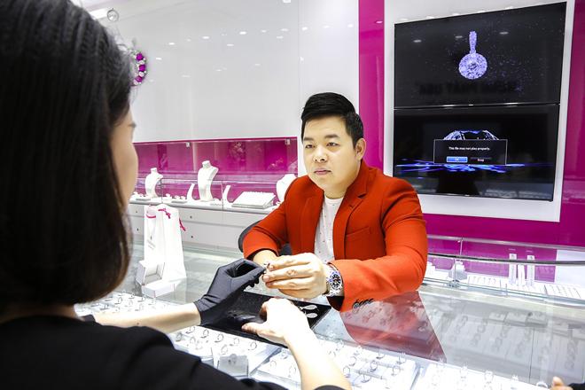 Quang Lê giàu có cỡ nào lại phải bán nhẫn kim cương 2 tỷ làm liveshow? - 2