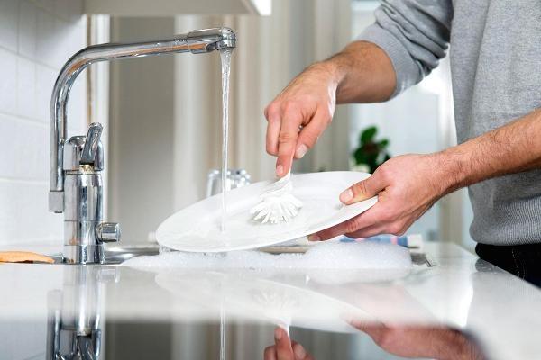 Lý do nào khiến người giàu sụ như Bill Gates, Jeff Bezos cặm cụi rửa bát mỗi tối? - 3