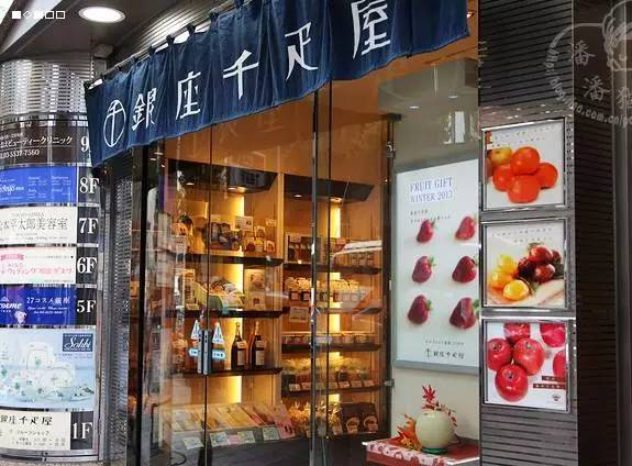 Chỉ giới nhà giàu mới tới cửa hàng này để mua hoa quả với mức giá trên trời