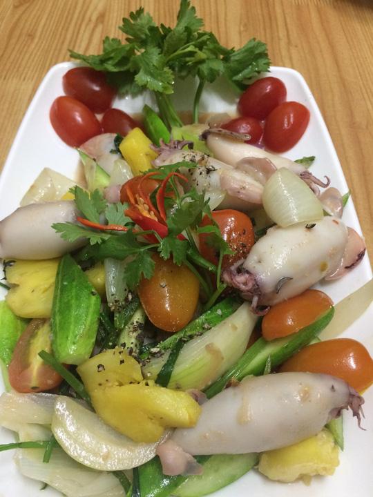 Mực dồn thịt xào thập cẩm bao hao cơm ngày lạnh - 3