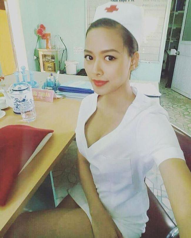 Nữ y tá sexy khiến Trung Hiếu