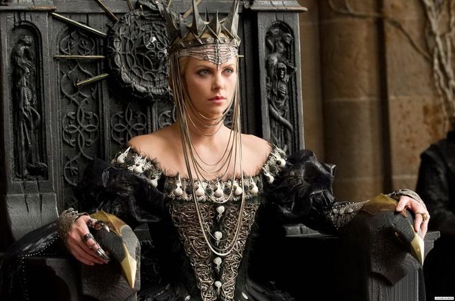 Nữ hoàng xinh đẹp đầy quỷ kế, lấy mạng vua như bỡn