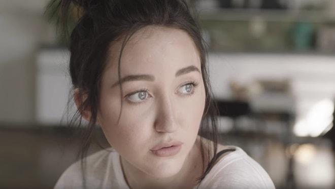Gương mặt kì dị do thẩm mỹ quá tay của em gái Miley Cyrus - 3