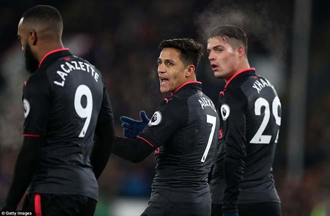Sanchez nổi loạn: Phá nát phòng thay đồ Arsenal, Wilshere suýt tẩn vỡ mặt - 1