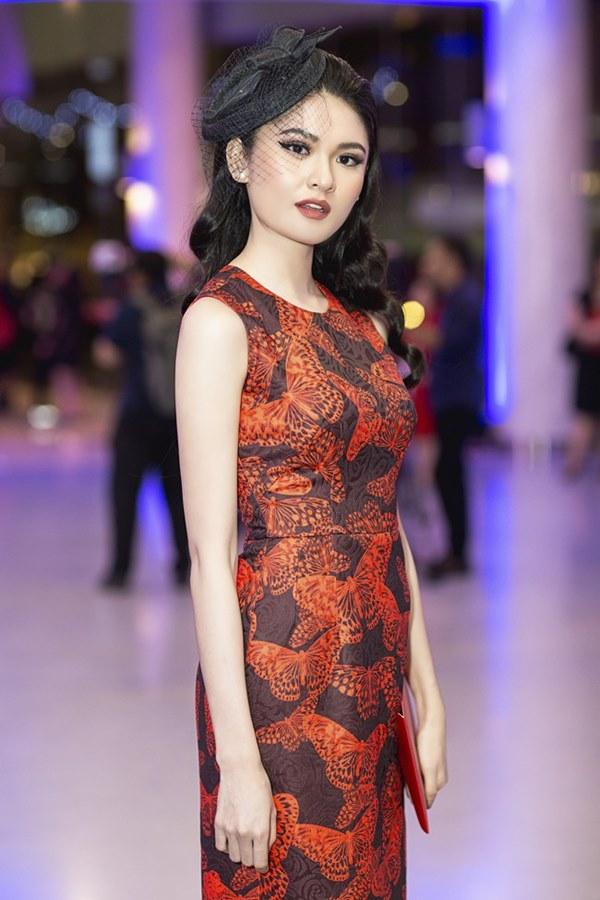 Bất ngờ với khuôn mặt khác lạ của Đỗ Mỹ Linh tại show thời trang Đỗ Mạnh Cường - 10