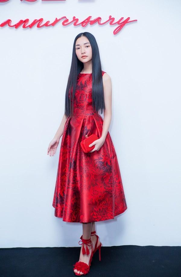 Bất ngờ với khuôn mặt khác lạ của Đỗ Mỹ Linh tại show thời trang Đỗ Mạnh Cường - 11