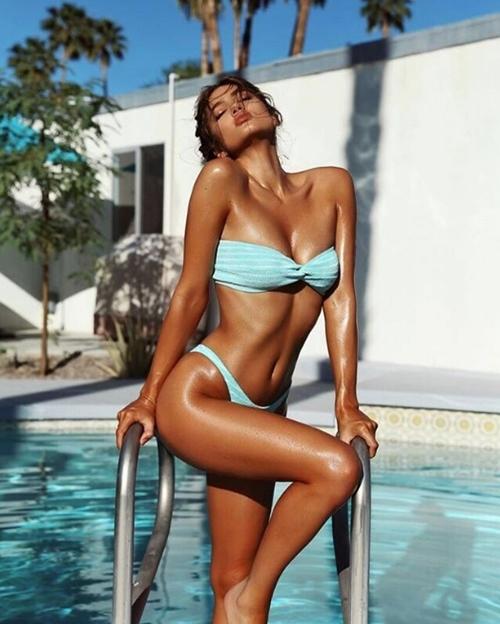 Cặp đôi kiếm bộn tiền chỉ nhờ du lịch và chụp gái xinh mặc bikini - 5
