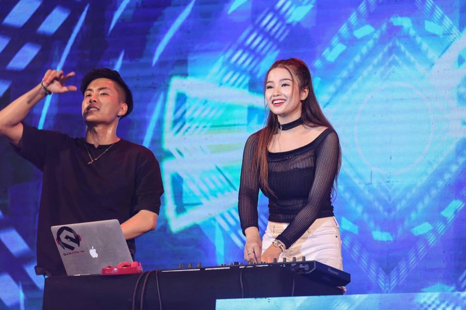 DJ chơi nhạc đêm giao thừa: Trang Moon chạy bộ đi diễn, Oxy bị khán giả chặn đường - 9