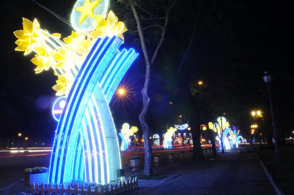 """Trung tâm Sài Gòn """"khoác áo mới"""" trước thời khắc chào đón năm mới 2018 - 7"""