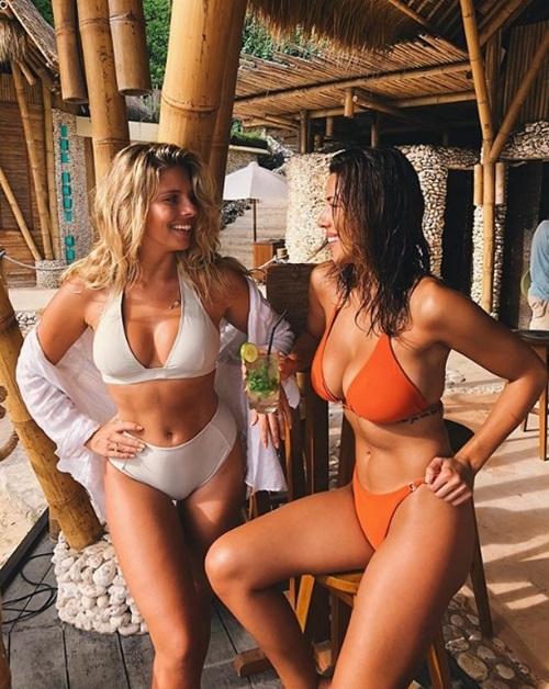 """Những bà chủ shop bikini khiến người ta """"đứng hình"""" vì quá đẹp - 2"""