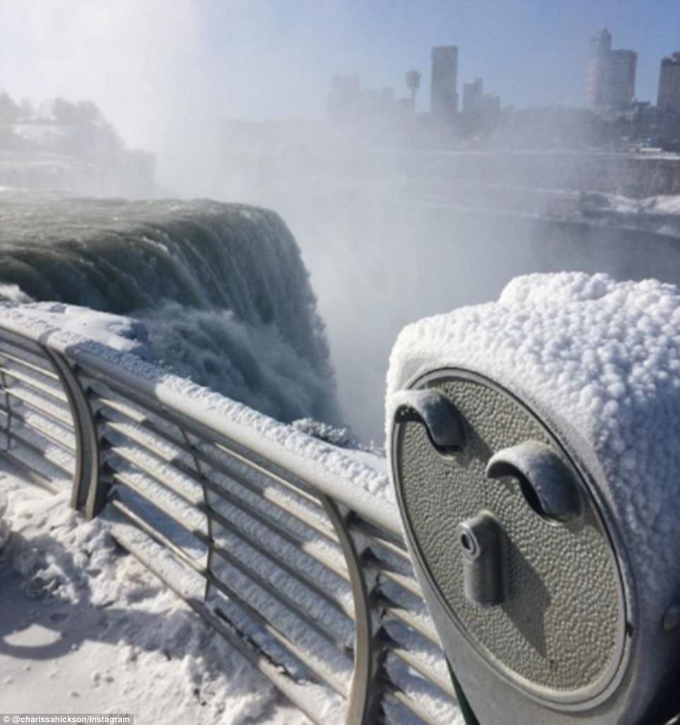 Đón năm mới ở dưới thác nước đóng băng lạnh âm 89 độ C - 8