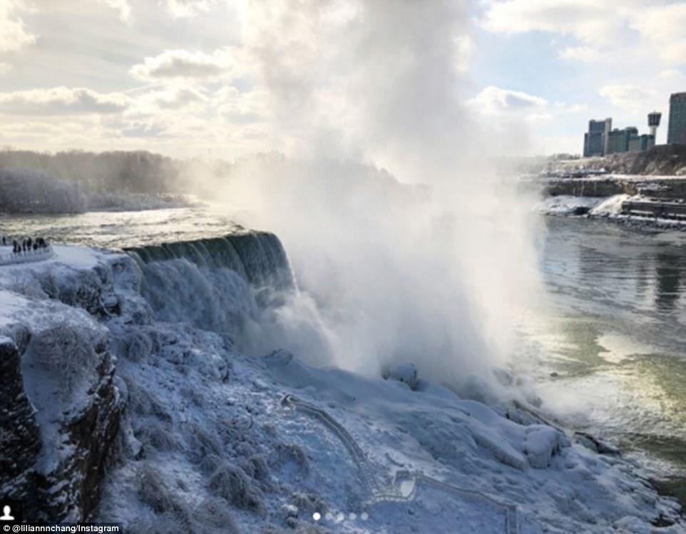 Đón năm mới ở dưới thác nước đóng băng lạnh âm 89 độ C - 6