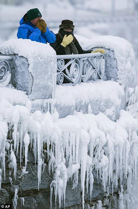 Đón năm mới ở dưới thác nước đóng băng lạnh âm 89 độ C - 4