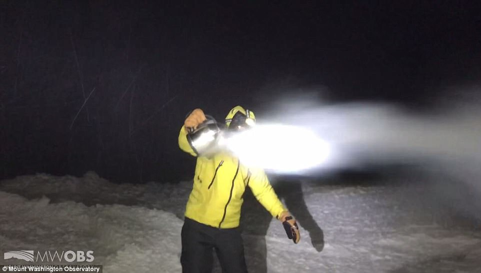 Đón năm mới ở dưới thác nước đóng băng lạnh âm 89 độ C - 3