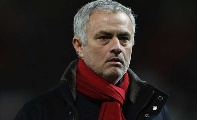 """Báo Anh cười nhạo """"ngựa thuần chủng"""" MU, Scholes nặng lời với Mourinho"""
