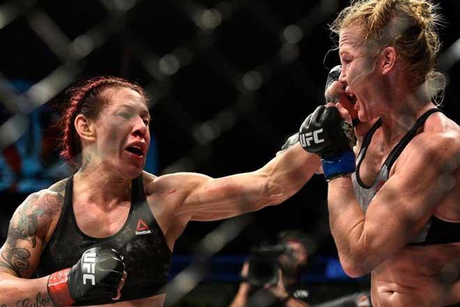 """""""Nữ người máy"""" UFC sức mạnh khủng khiếp, không ngán đàn ông?"""