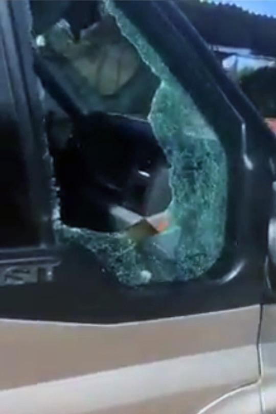 Làm rõ clip tranh cãi với tài xế, tố CSGT đập vỡ kính xe khách