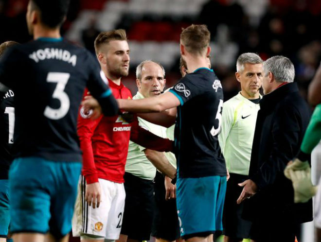 MU hòa như thua: Mất 2 trò cưng, Mourinho vẫn khen trọng tài 3