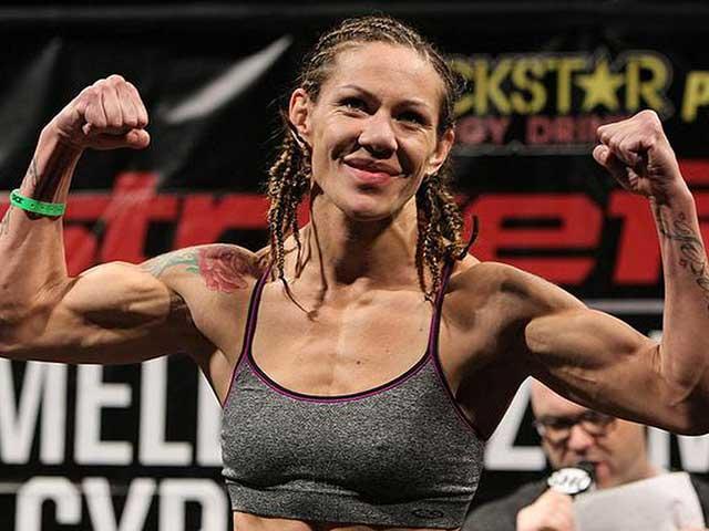 """Tuyệt đỉnh UFC: Đòn thù lên gối, đối thủ """"vỡ mồm"""" 1"""