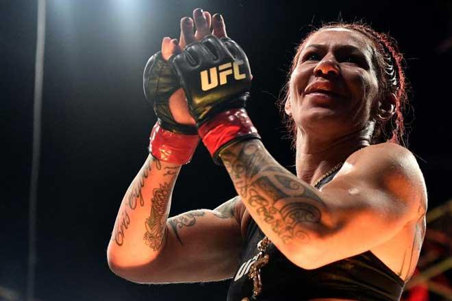 """""""Nữ người máy"""" UFC sức mạnh khủng khiếp, không ngán đàn ông? - 2"""