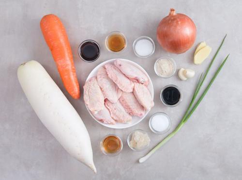 Cánh gà hầm củ cải nóng hổi, mềm ngon - 1