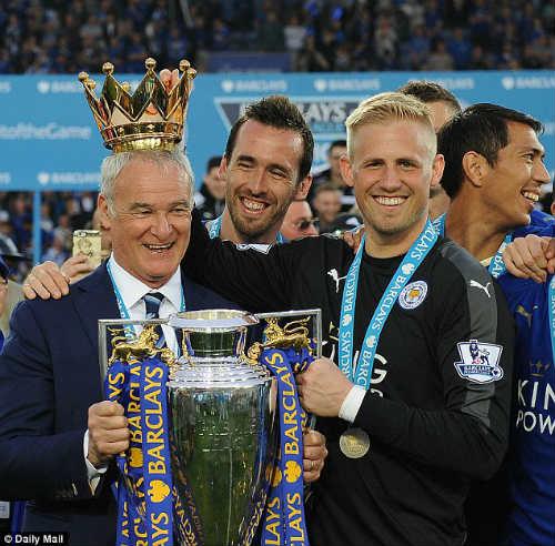 Tin HOT bóng đá sáng 24/2: Leicester sa thải Ranieri - 1