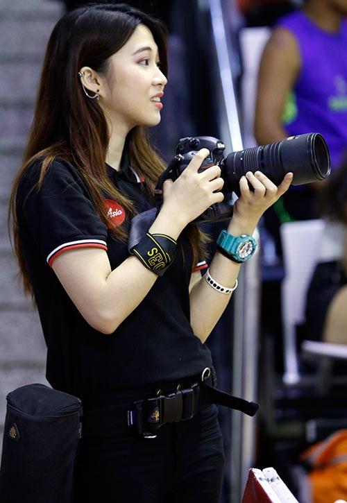 Nữ phóng viên Thái Lan đẹp nóng bỏng như hot girl - ảnh 3