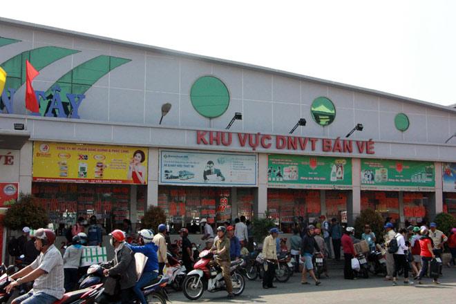 Người miền Tây rồng rắn rời Sài Gòn về quê đón Tết - 10