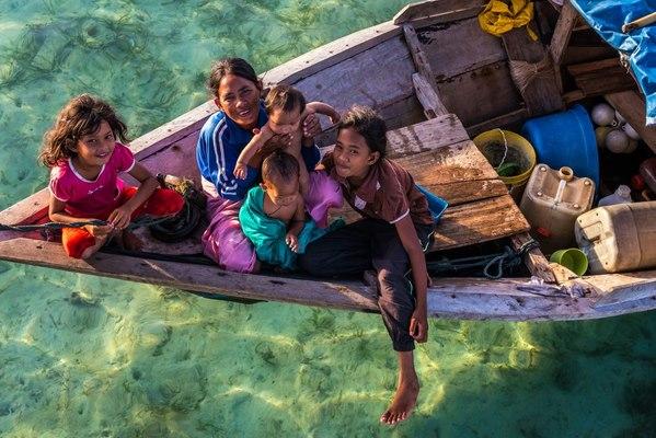 Bộ lạc Malaysia cả đời chỉ sống trên biển - 4