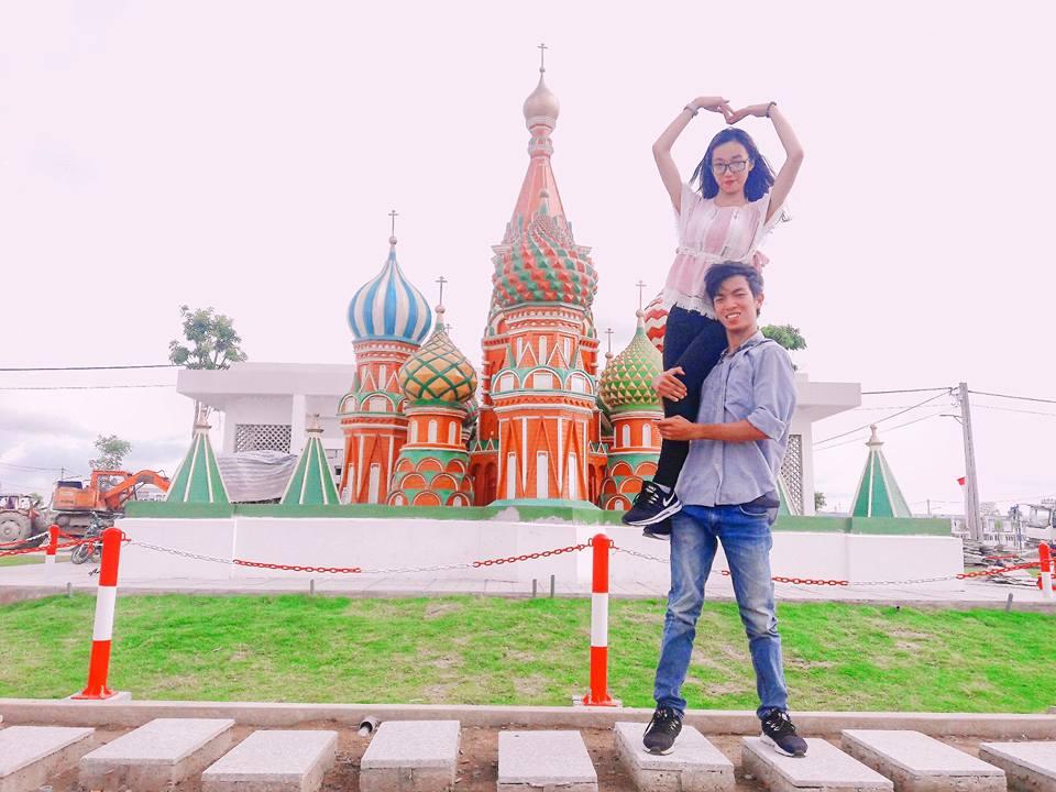 Giới trẻ đổ xô check-in công viên 'kỳ quan thế giới' ở Long An - 9
