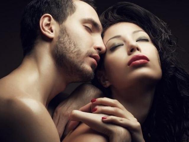 """Chỉ """"lên đỉnh"""" với bồ mà không thể thăng hoa bên chồng"""