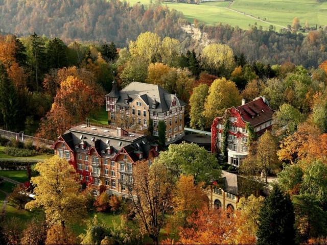 Những trường nội trú như resort chỉ dành cho hội rich kid
