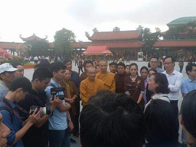 """Phật tử chùa Ba Vàng thi nhau kể chuyện """"thần kỳ"""", """"bênh"""" bà Phạm Thị Yến"""