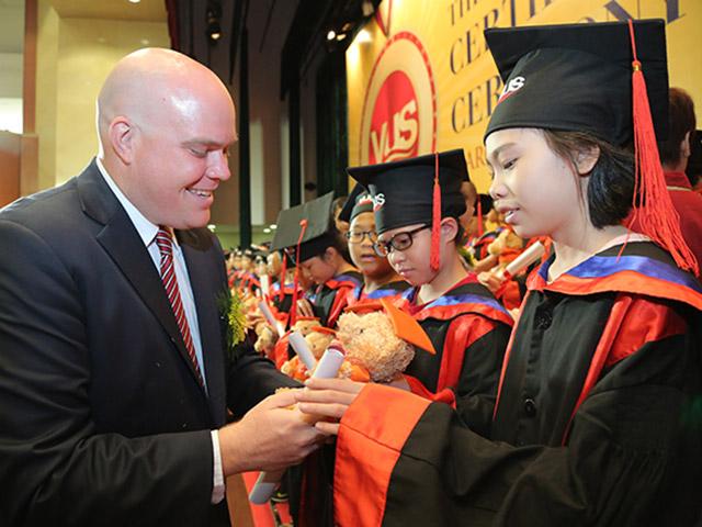 Gần 2000 học viên VUS nhận chứng chỉ Anh ngữ quốc tế