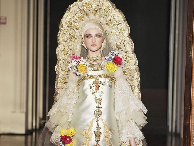 22 bộ váy cưới đẹp đẽ, kỳ ảo nhất mọi thời đại