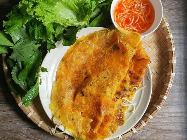 Clip: Đổ bánh xèo, món ăn đường phố được yêu thích nhất ở Việt Nam