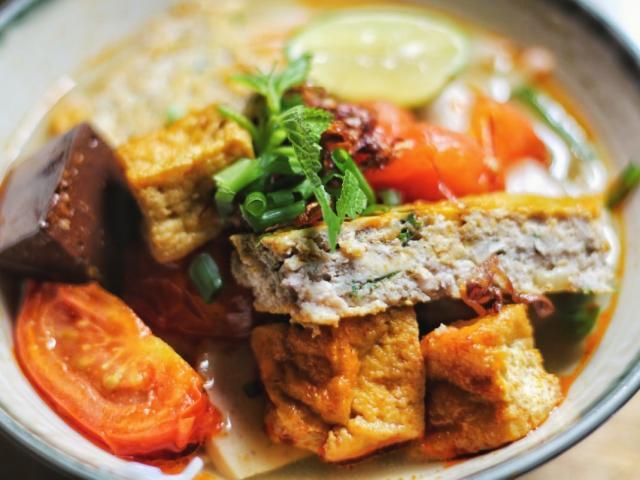 Vài mẹo nấu bún riêu cua miền Nam không dùng xương lợn, ngon như ngoài hàng