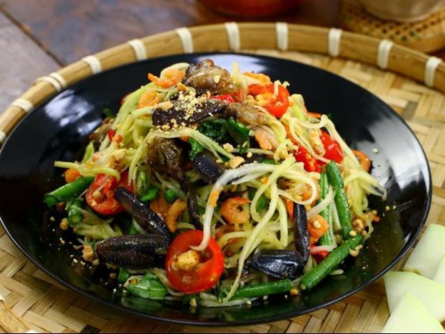 """Món ăn đường phố nổi tiếng của """"xứ sở chùa Vàng"""", tưởng không ngon mà ngon không tưởng"""