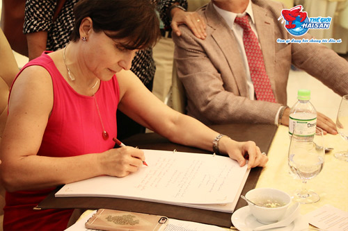 20 đại sứ và các Hoa hậu tham gia lễ xẻ cá ngừ đại dương ủng hộ ngư dân VN - 3