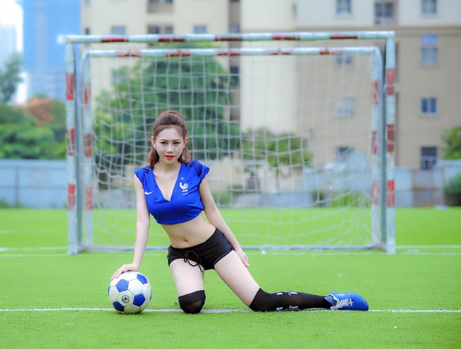 """Đinh Thị Hải Yến - Cô gái xinh đẹp tham gia chương trình """"Nóng cùng Euro 2016"""" là cổ động viên của đội tuyển Pháp"""