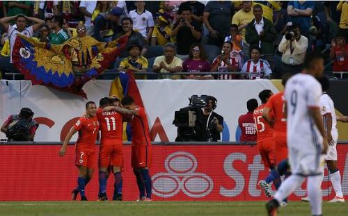 """Colombia - Chile: Bản lĩnh bậc """"đế vương"""" - 1"""