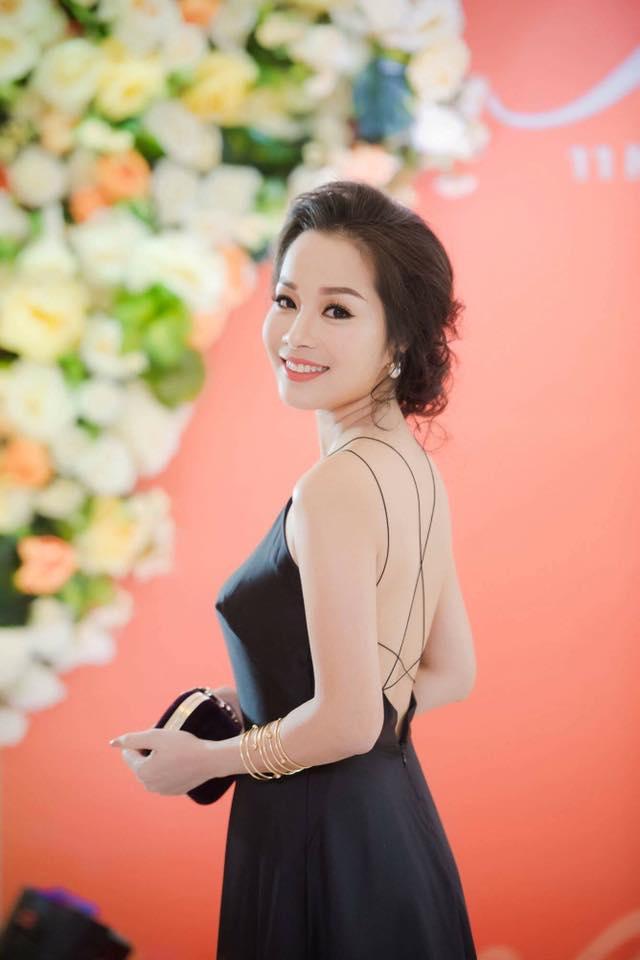 """""""Vàng Anh"""" Minh Hương khoe eo thon, dáng chuẩn nuột từng cm - 3"""