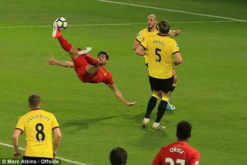 Watford – Liverpool: Siêu phẩm ngả bàn đèn quý hơn vàng - 1