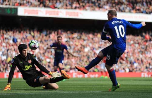 Arsenal - MU: Định đoạt derby trong 3 phút - 1
