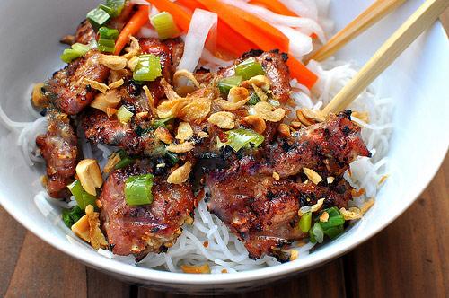 Mách bạn cách làm bún thịt nướng cho ngày chán ăn cơm - 1