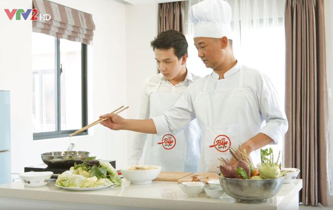Đầu bếp Phạm Tuấn Hải vào bếp cùng siêu mẫu - 2