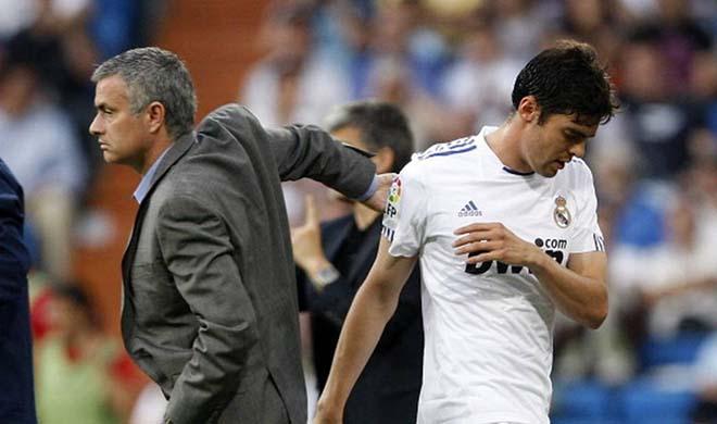 """Kaka tố bị Mourinho bạc đãi: Pogba trong """"lò xay"""", MU như bom nổ chậm - 1"""